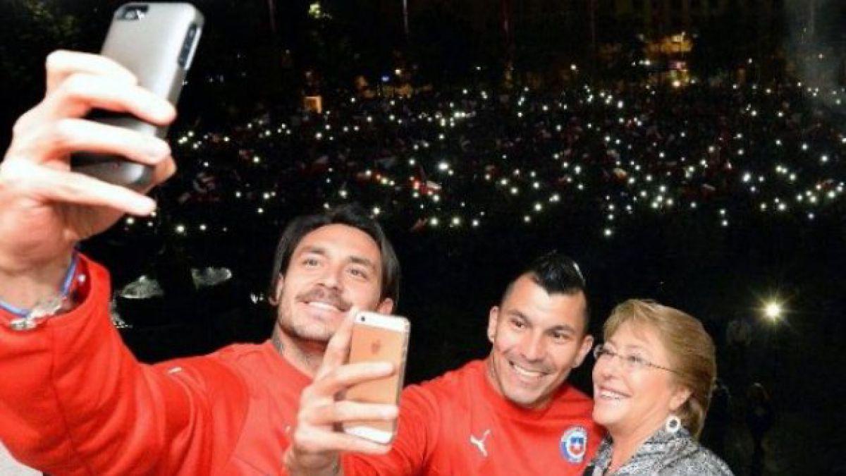 Estudio revela que un 80% de los chilenos se ha tomado una selfie
