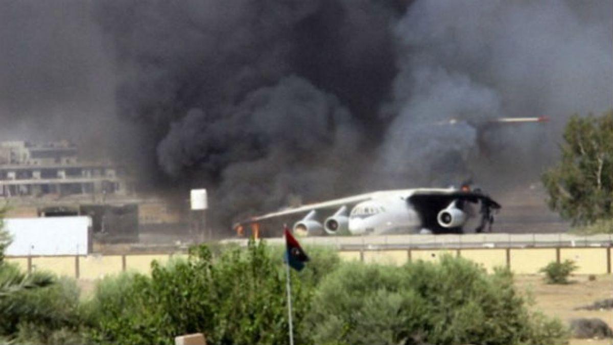 Libia está literalmente bajo fuego y EE.UU. evacua embajada