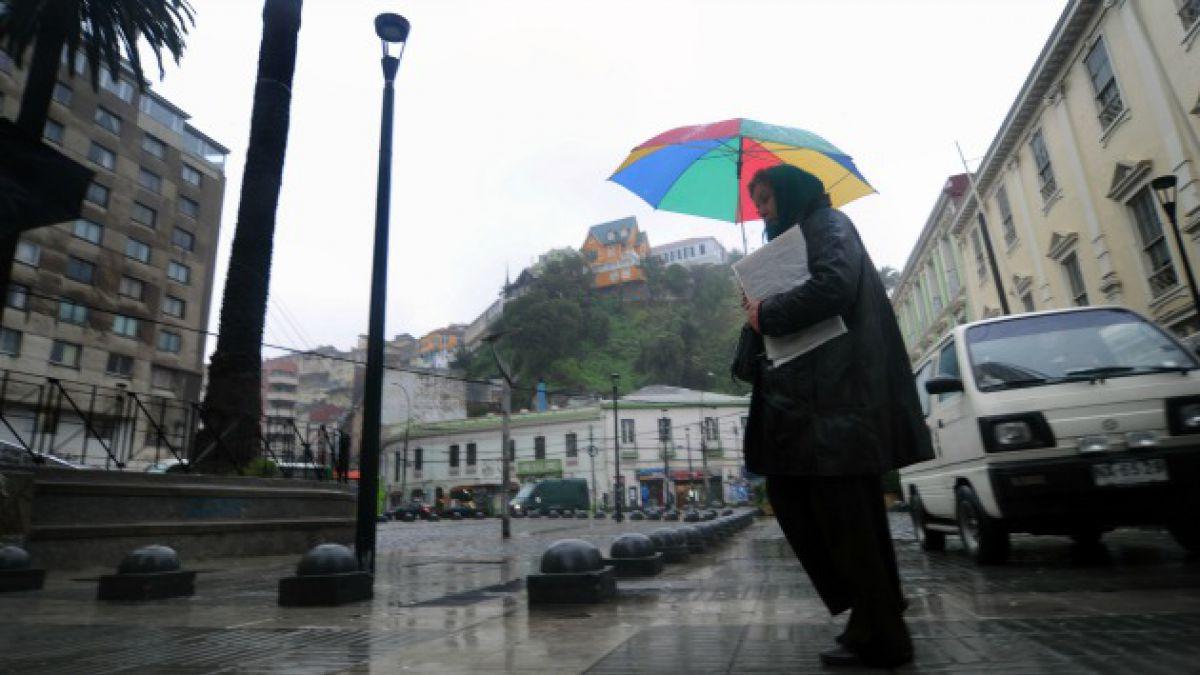 Sistema Frontal: Damnificados y Alerta Amarilla en Valparaíso marcan lluvias en la zona central