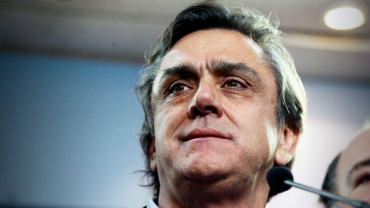 Longueira dice que a Piñera no le favorecen las críticas al gobierno