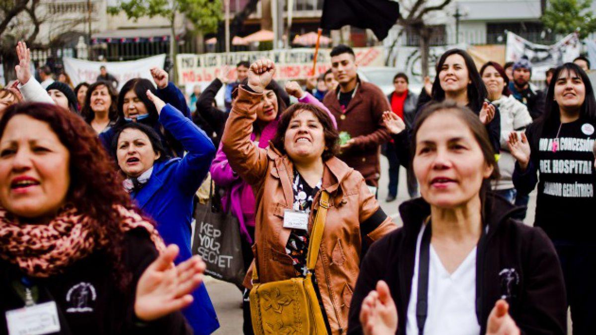 Trabajadores de la salud marchan contra la concesión del Hospital del Salvador