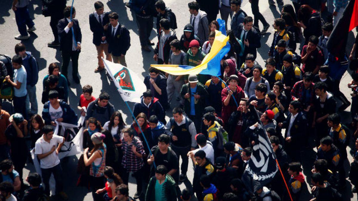 Minuto a minuto: Sigue el detalle de la primera marcha estudiantil que enfrenta Bachelet en su segun