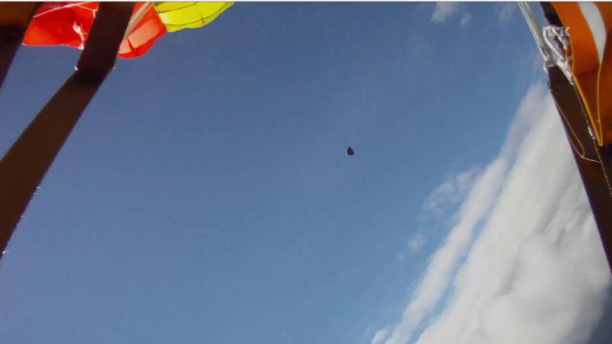(VIDEO) Paracaidista salva de ser impactado por meteorito