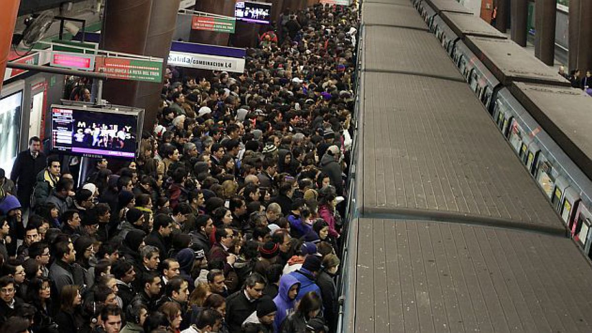 Así el Metro de Santiago muestra qué tipo de bultos son permitidos en los viajes