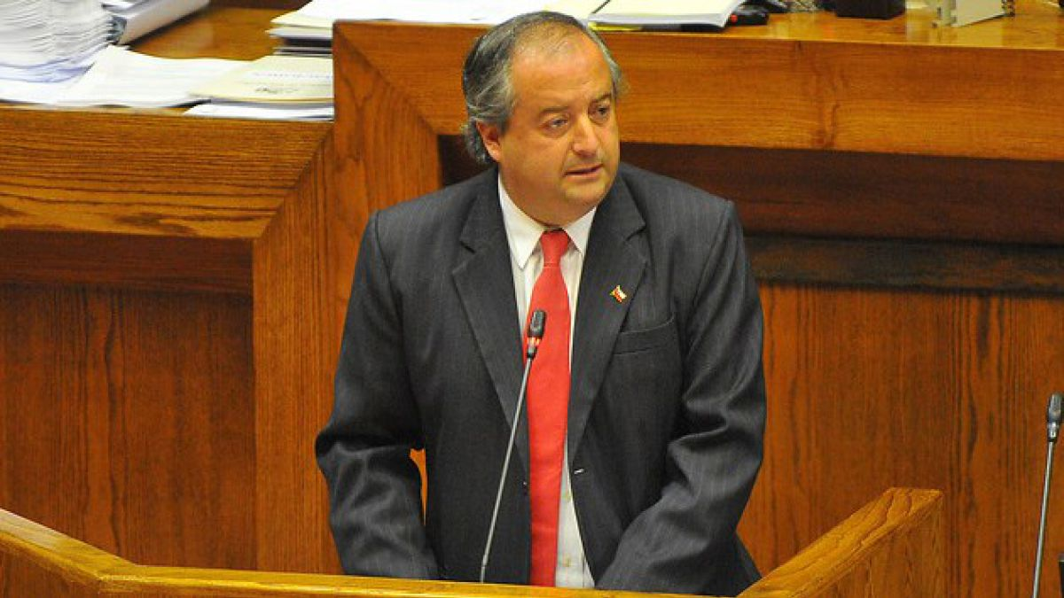 Jefe de bancada de RN por renuncia de Rivas: No compartimos sus razones, sus críticas son injustas