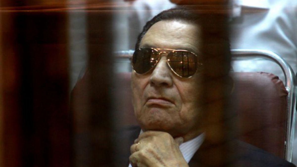 Ex presidente Hosni Mubarak es condenado a tres años de prisión