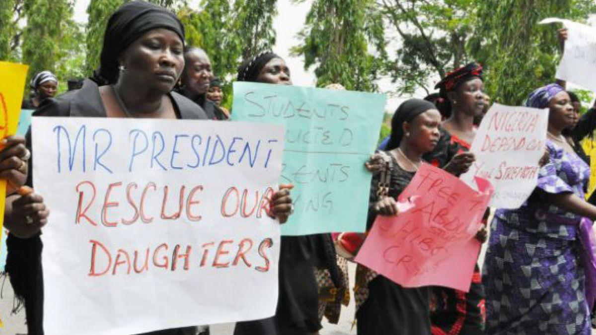 Once de los padres de las 200 niñas secuestradas en Nigeria murieron sin ver a sus hijas