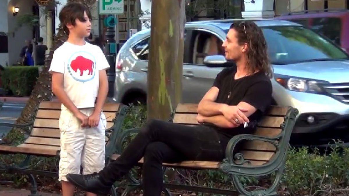 [VIDEO] ¿Qué harías si un niño te pide fuego para encender un cigarrillo?