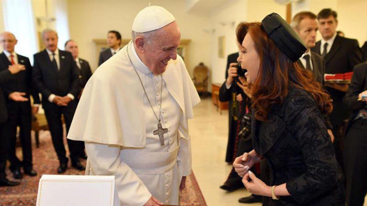 Cristina Fernández visitó a papa Francisco tras sufrir esguince
