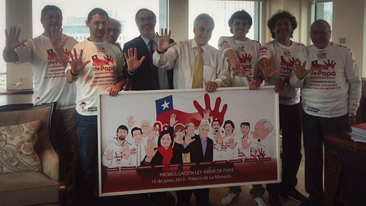 Ex Presidente Piñera recibe reconocimiento de agrupación Amor de Papá