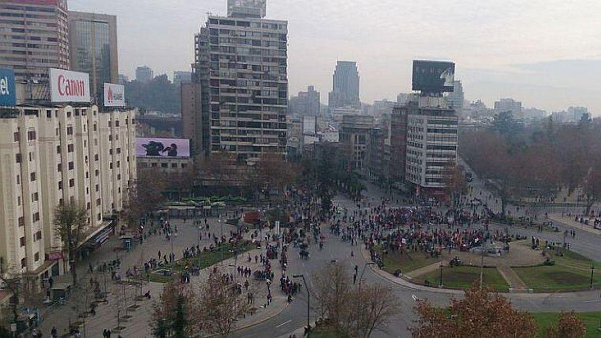 Hinchas se reunieron en Plaza Italia y Carabineros reportó incidentes aislados
