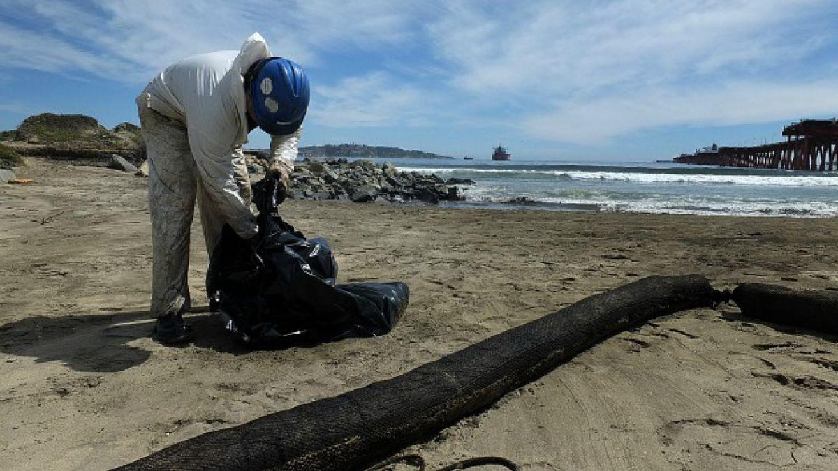 Enap informa que derrame de Petróleo en Quintero fue de 22 mil litros y no 2 mil