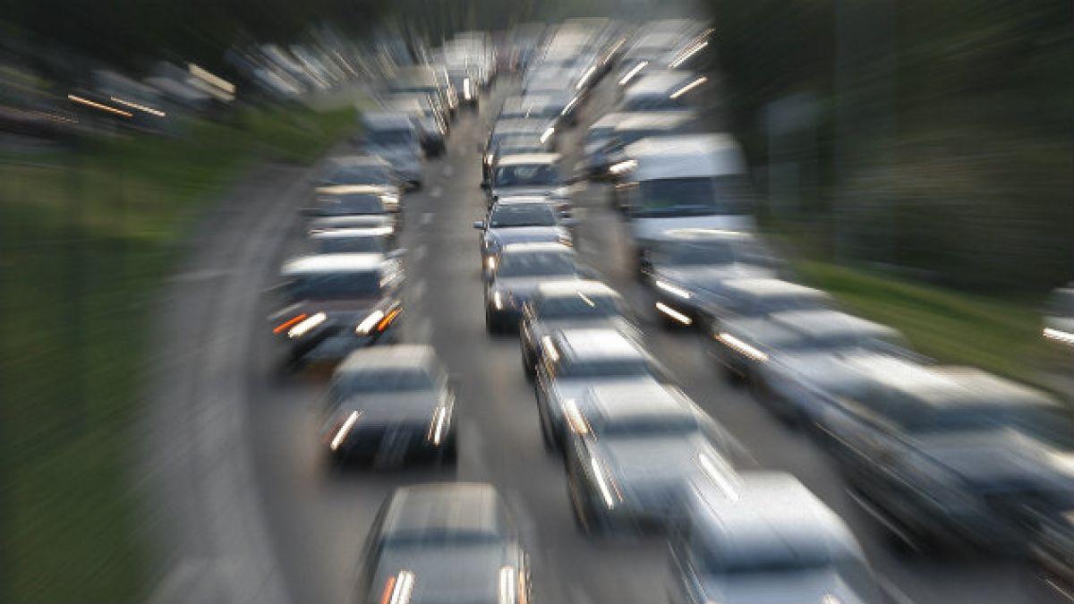 Cursan centenar de infracciones a vehículos en medio de preemergencia ambiental