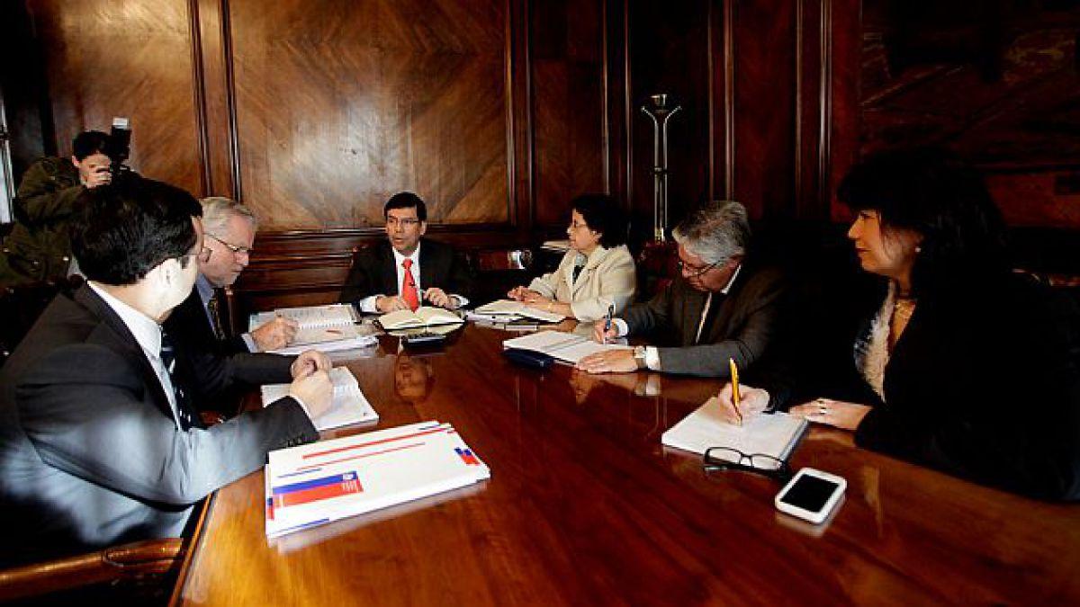 Arenas instruye a ministros implementación de medidas para destrabar proyectos de inversión