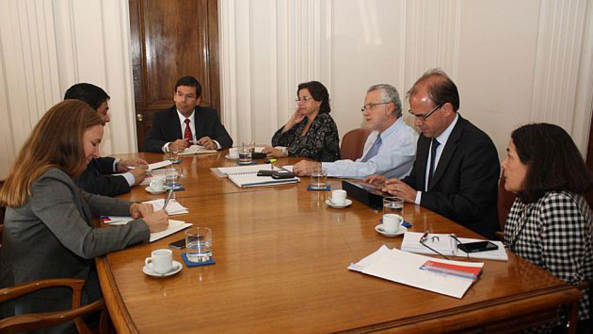 Ministros avanzan en desarrollo de Agenda de Energía que gobierno presentaría en mayo