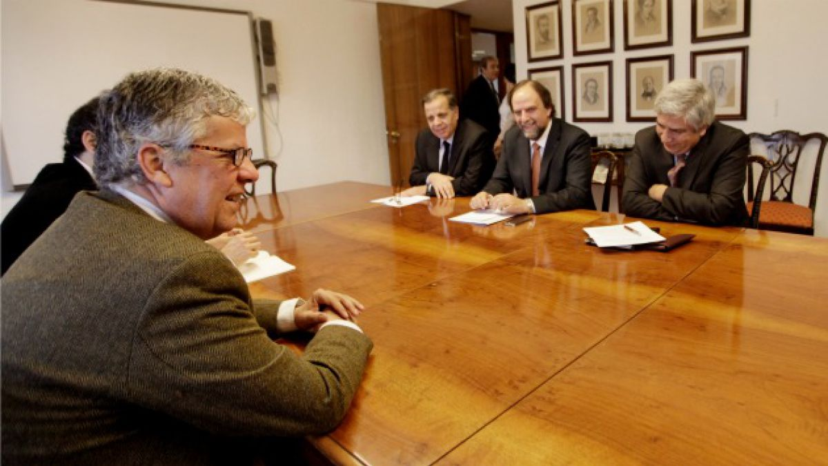 U. Central acusa a Eyzaguirre de excluir a privadas de diálogos para reforma educacional
