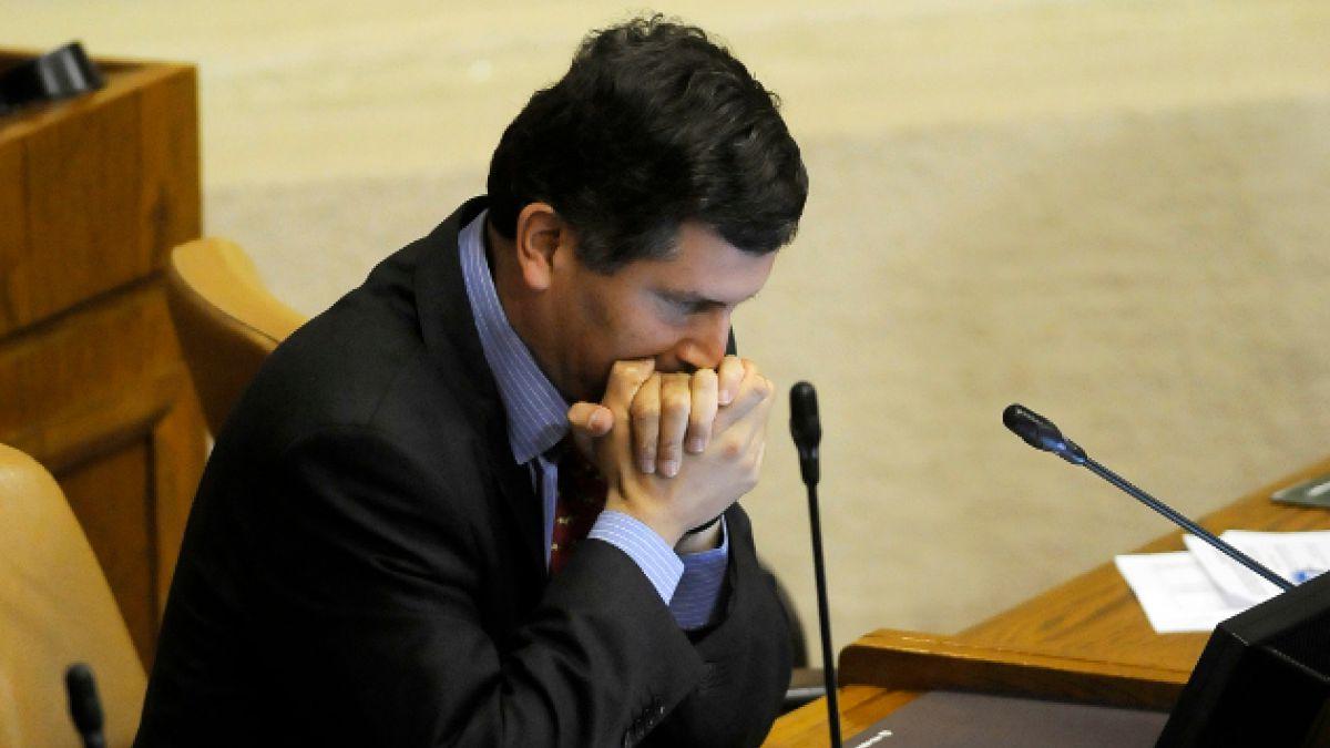 """Diputado Sabag se excusa en Twitter por proyecto de ley """"anti memes"""""""