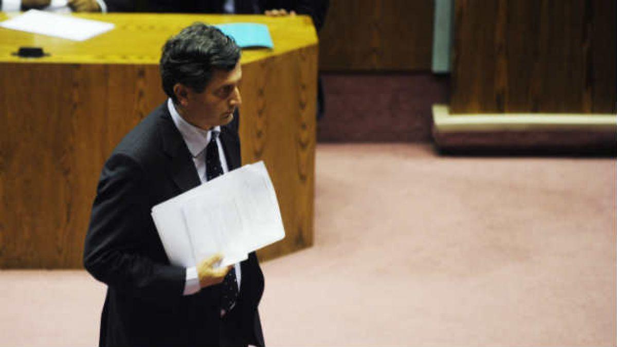 Diputado Sabag se convierte en blanco de burlas por proyecto de ley anti memes