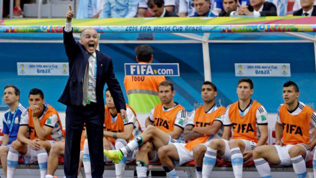 La casi caída Sabella luego que Higuaín se pierde el segundo gol de Argentina