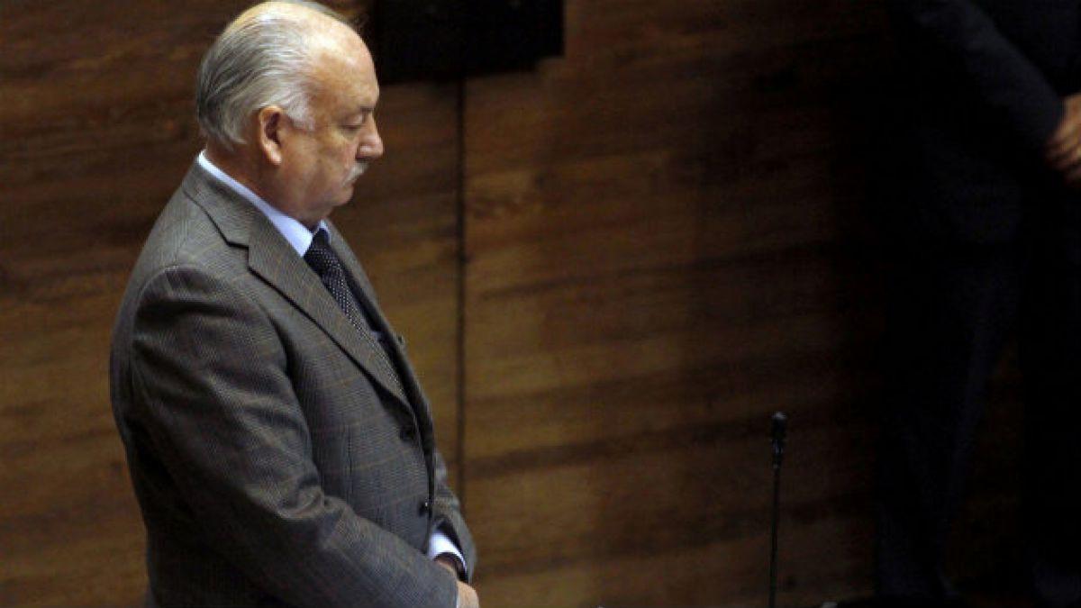Teillier niega deudas y responsabilidad del PC en situación de la U. Arcis
