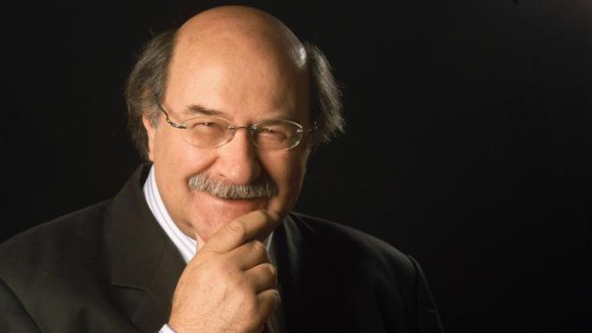 Antonio Skármeta: Para un escritor el reconocimiento simbólico de su país es muy agradable