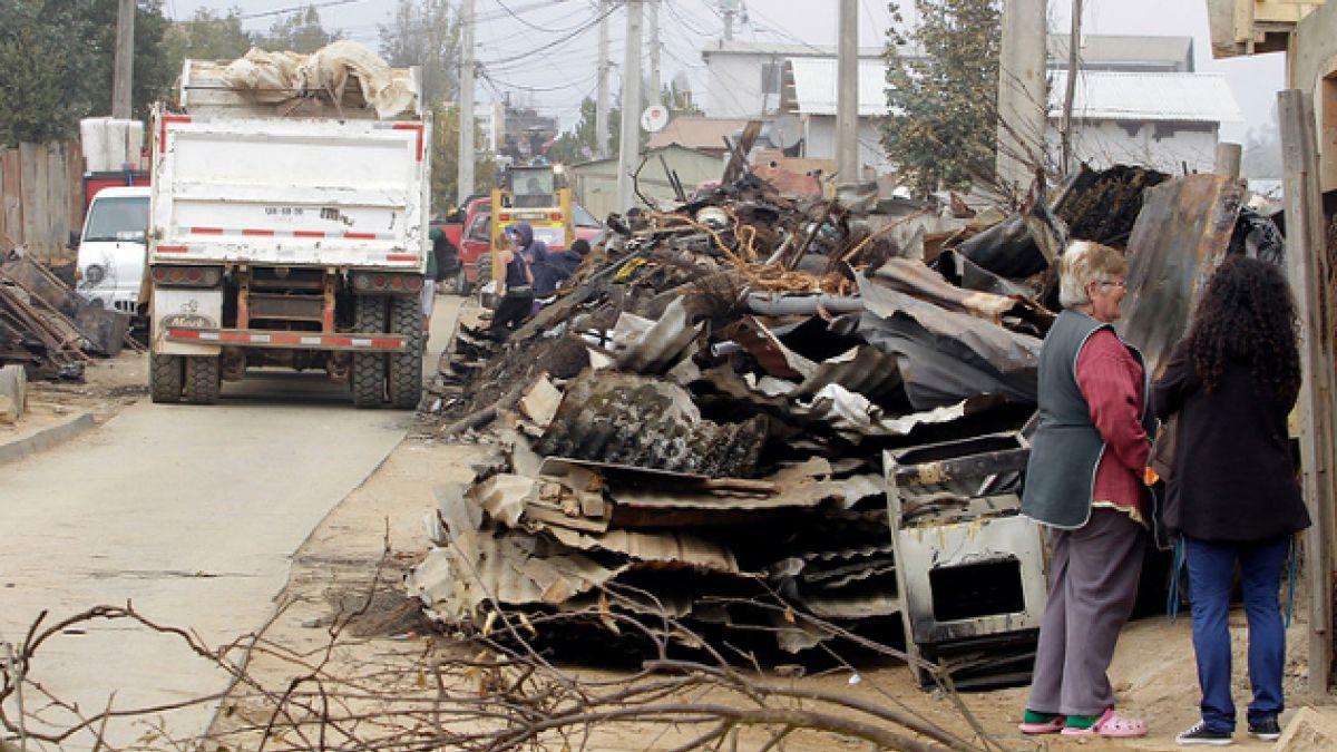 Voluntario se encuentra grave tras ser aplastado por muralla que se desplomó en Valparaíso