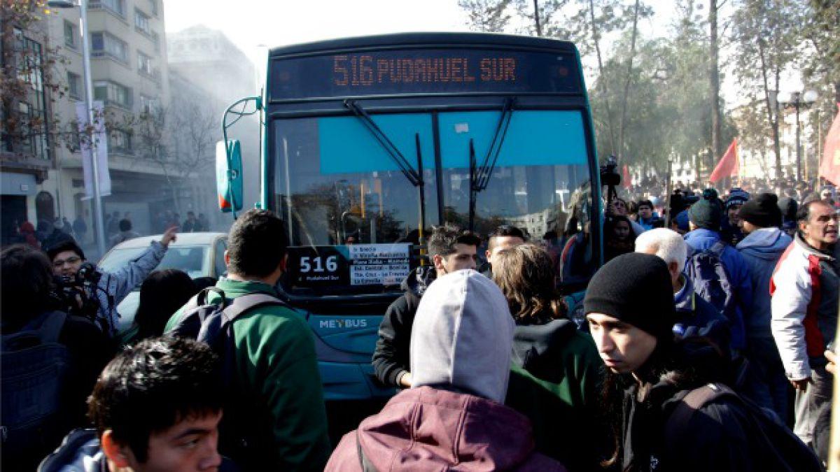 Frecuencias y no detención: los más comunes de los 12 mil reclamos que acumula Transantiago en 2014