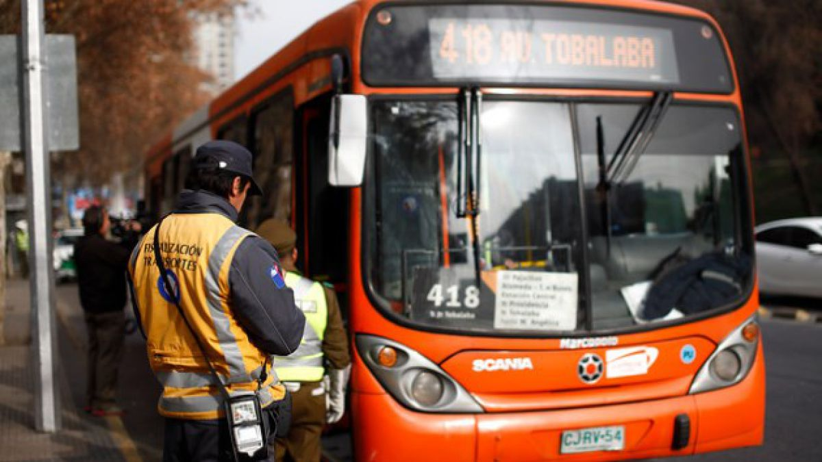 Transantiago: Aprobación cae 15 puntos y es el área peor evaluada por los chilenos en junio según Ad