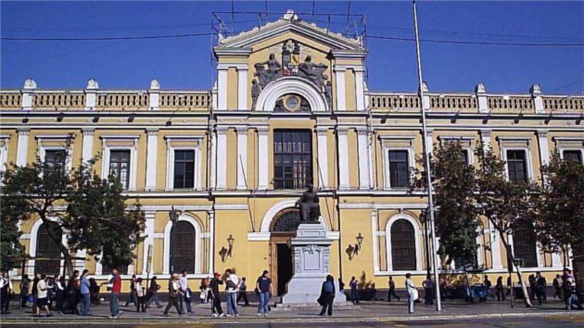 Contraloría encuentra irregularidades en fundaciones de la Universidad de Chile