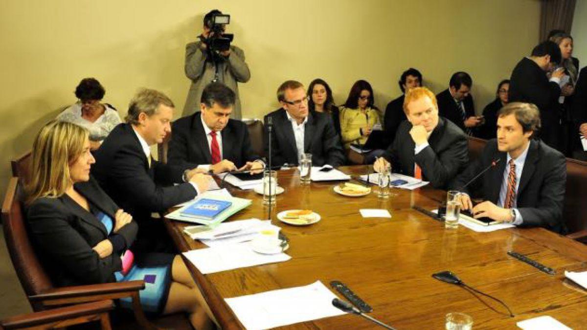 Diputados ingresan indicaciones a reforma educacional en controvertida sesión de comisión