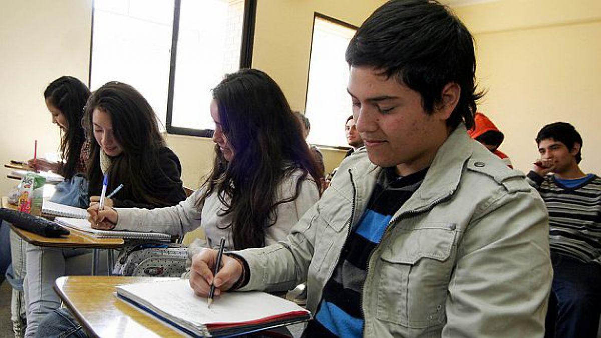 Deudores de créditos bancarios para estudiar caen 13% en primer semestre