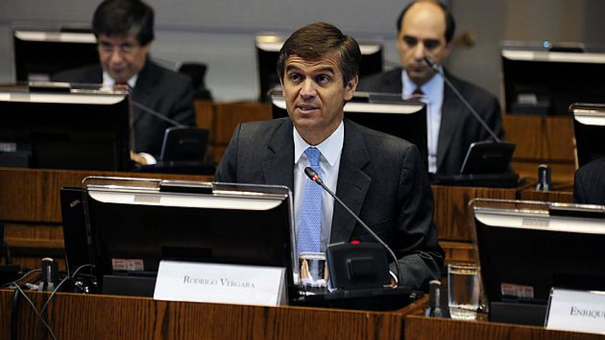 Presidente del BC reitera que no hay evidencia para atribuir la caída de la inversión a la reforma t