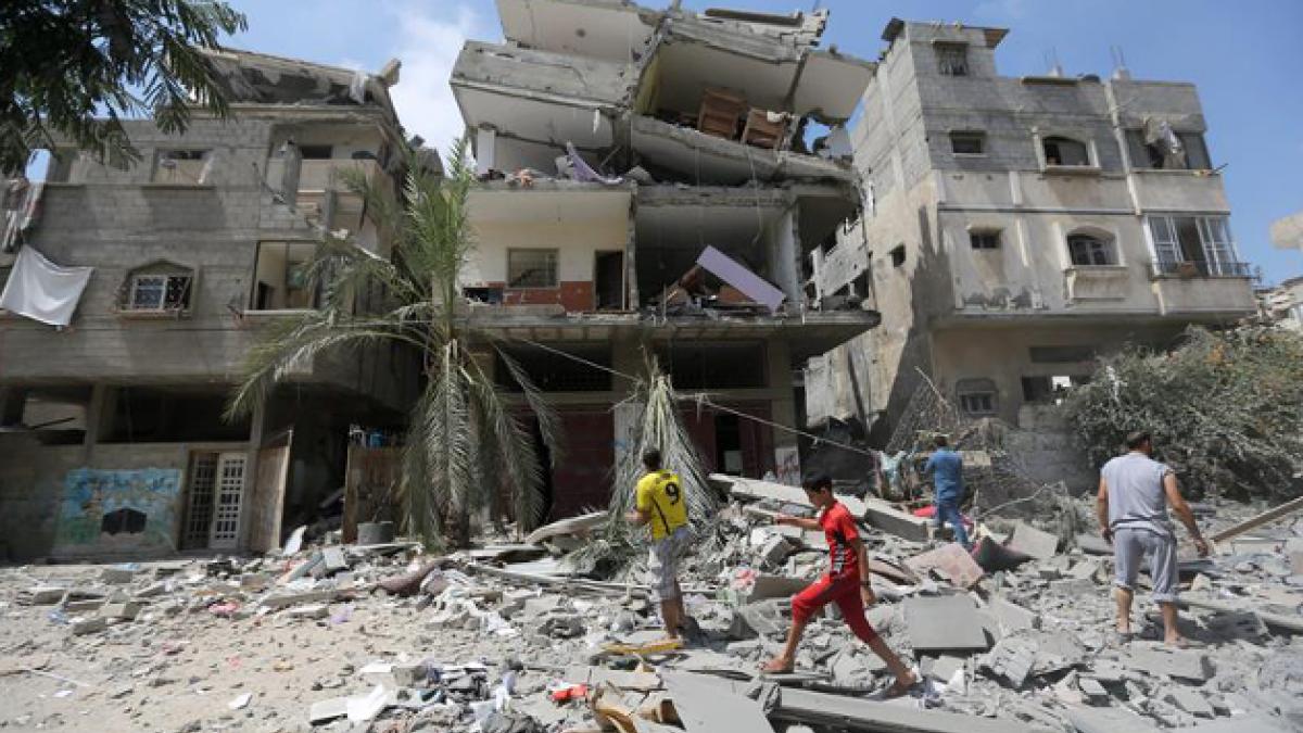 Video muestra como bomba destruye un edificio de 12 pisos en Gaza