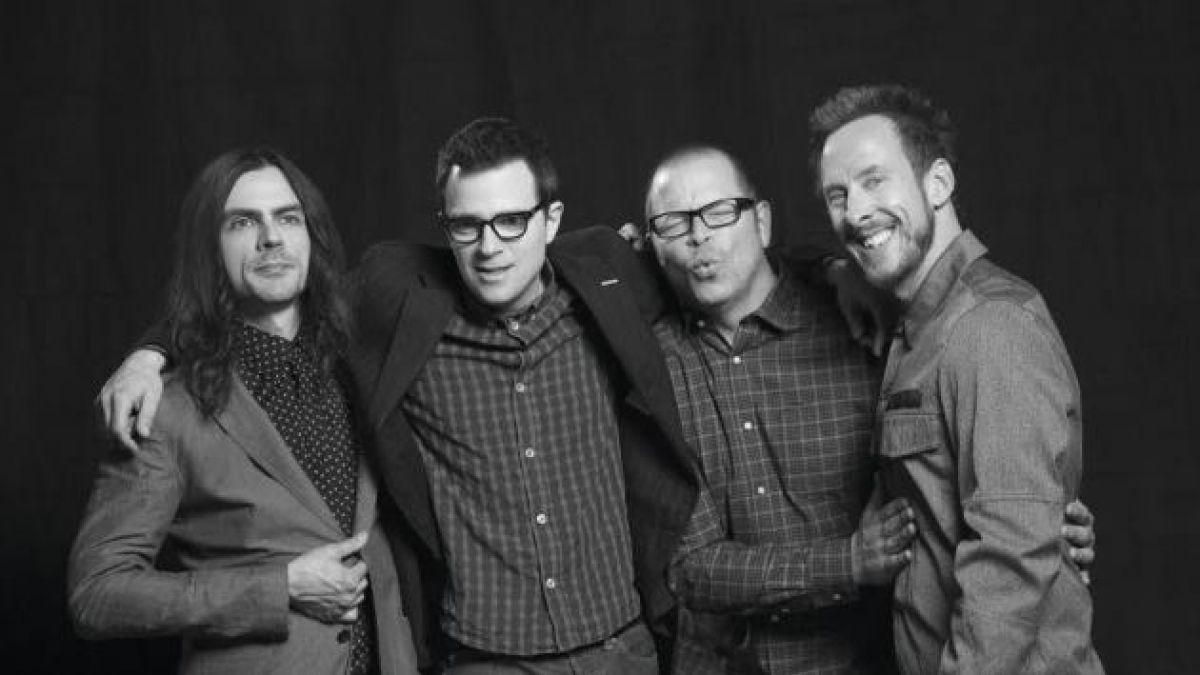 Weezer estrena su álbum tras cuatro años de espera