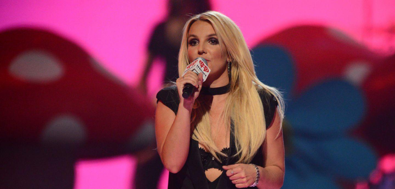 [VIDEO] Britney Spears pierde su cabello en pleno concierto