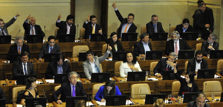 Hogueras y teatralidad en el debate público chileno