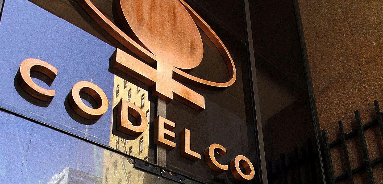 Codelco responde a críticas de Contralor por contratos entre la minera y empresas de familiares