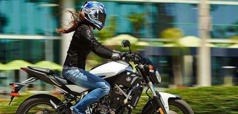Mujeres en motos fotos 88