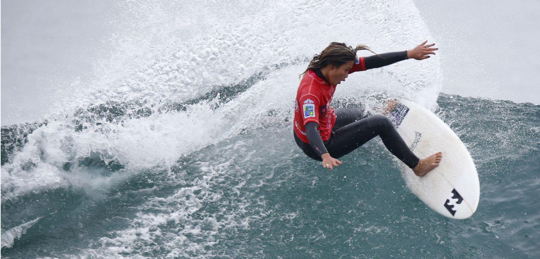 Circuito Mundial De Surf : El surf y las olas chilenas la rompen en el circuito mundial tele 13