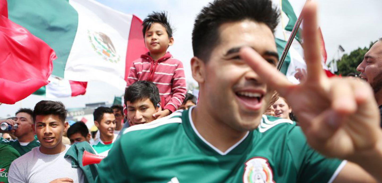 [VIDEO] Hincha mexicano dice tranquilovsky y detiene pelea de rusos en el Mundial
