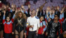 [VIDEO] Coldplay, Beyoncé y Bruno Mars encendieron el medio tiempo del Super Bowl