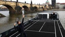 [VIDEO] ¡Insólito! Roger Federer y Tomas Berdych animan partido de tenis en un barco