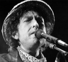 Bob Dylan responde a la Academia sueca: Recogeré el Nobel... si es posible