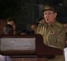 Raúl Castro jura que defenderá la revolución en Cuba tras muerte de Fidel