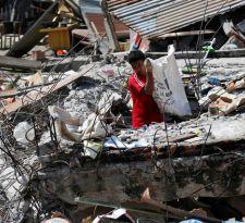 Asciende a más de 100 el número de muertos en terremoto en Indonesia