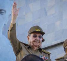 Raúl Castro recibe a delegación de senadores de EE.UU. de visita en Cuba