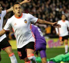 Fabián Orellana anota y logra récord en triunfo del Valencia ante Real Madrid