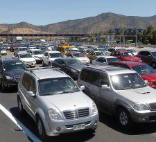 Anuncian plan de contingencia por retorno de 297 mil vehículos a Santiago