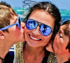 Nicole Gubin y una imagen actual... junto a sus hijos