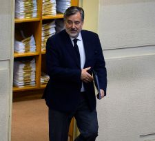 Guillier y veto de Sánchez a Melnick: Yo no discrimino, uno tiene que estar abierto a debatir